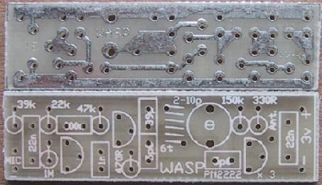 該電路是如何工作的 該電路是相當複雜的,以幫助您了解我們提供了第二個線路圖,標記每個組件的每個組件的功能。 第一部分,我們將談論駐極體麥克風。 這是一種裝置,包含一個場效應晶體管(FET),除了由薄的塑料材料製成的隔膜,在電場中被充電的以外,沒有別的。 這將產生一個靜電場激勵場已被刪除後,保持上膠。 這就是所謂的駐極體材料是金屬化的,所以,收費的表面上更容易移動。 一個FET(柵極)被連接到輸入引線放置在靠近塑料膜片厚的金屬圓盤,作為聲波進入麥克風將光圈稍微影響金屬膜片上的電荷,這些移動和縮小的FET的柵