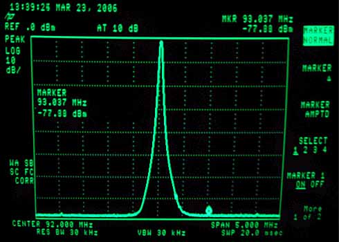 RF measurement of the FM PLL controlled VCO unit. That is what I call a clean and nice signal !
